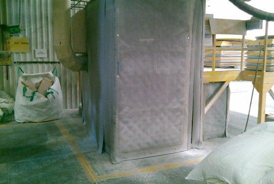 Caseta acústica a base de paneles flexibles.